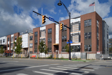 The first of five buildings at VIDA in the Neighborhood of Play. Building E includes studios, 1- and 2-bedroom apartments, and gorgeous 3-story townhomes with oversized balconies and attached 2-car garages.