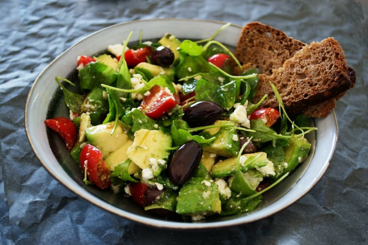 Photo of a bowl of salad with bread. Photo credit: Dana Tentis