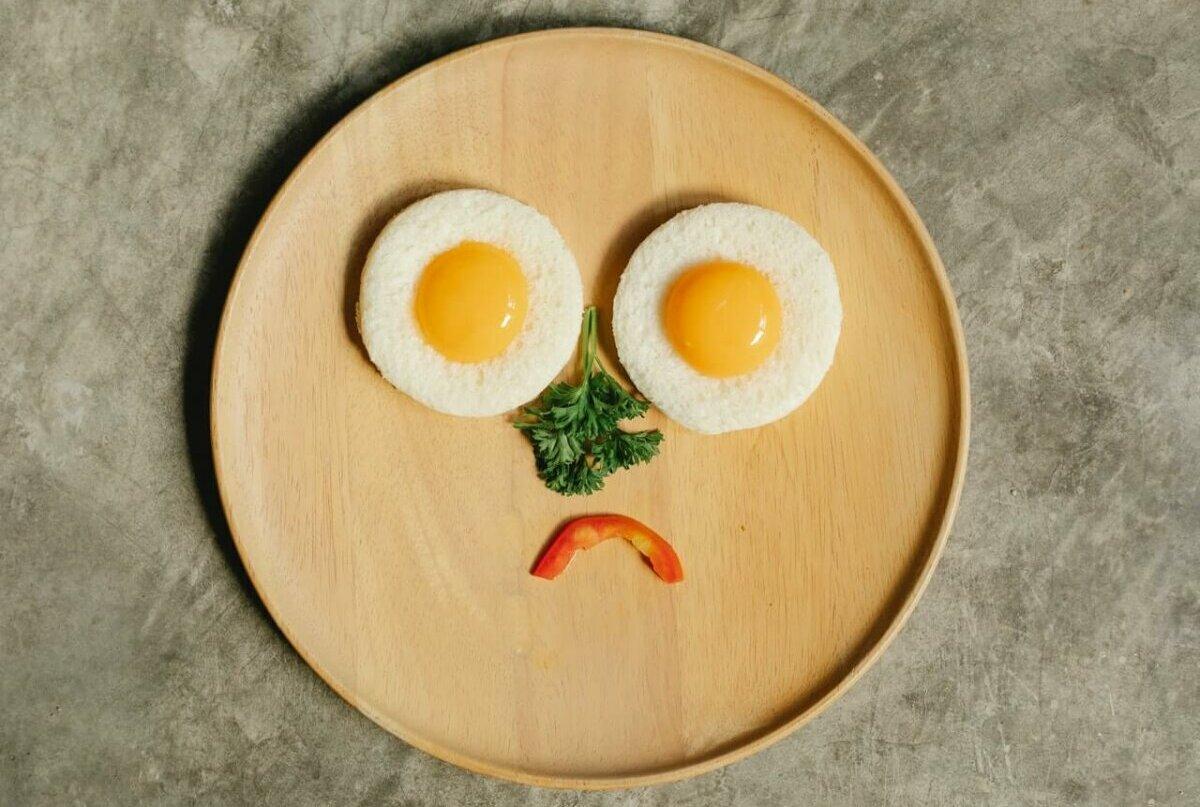 Food on plate forming a sad face. Image credit: Klaus Nielsen